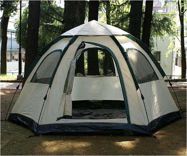 a05113_02 大型テントに要求される強度を確保するために6本ポールを採用・風に強く折...